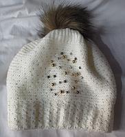 Женская зимняя шапка с камушками